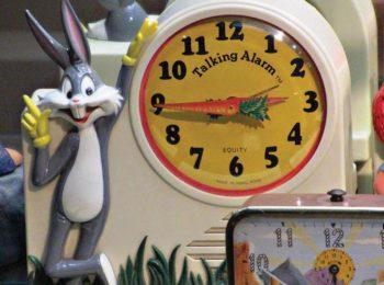 Bugs Bunny novelty clock